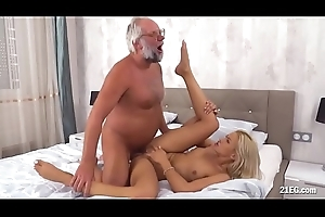 Unwitting Grandpa Bonks a Smokin' Babe