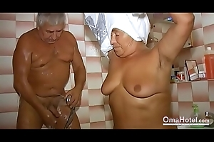 OmaHoteL Grandma Sexually Agile in the Bathroom