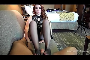 Pro Cut up gives her First Pantyhose Footjob