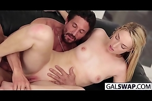 Gals Elsa And Liza Swap Their Dads